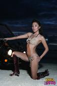 韩国女歌手Jace日前首次发布了在上个月前往外国拍摄的写真集,她在写真中穿着十分暴露的服装,展现了她...