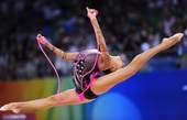 8月23日,卡纳耶娃在北京工业大学体育馆举行的北京奥运会艺术体操个人全能决赛中夺得冠军。新华社/摄