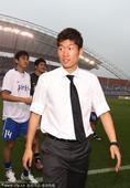 2010年7月3日,韩国,刚刚参加完世界杯的韩国国脚组成明星联队与业余球队举行慈善赛,韩国队队长朴智...