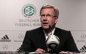 北京时间7月11日凌晨,德国队3-2力克乌拉圭,继四年前的本土世界杯后再次蝉联了季军。赛后,德国队召...