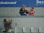 2010年10月4日,北京,2010中网女单次轮,扬科维奇Vs约万诺夫斯基,米卢并肩伊万看台观战。