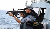 中国海军护航编队特战队员保持高度警戒,随时准备应对突发情况。徐叶青 摄影报道