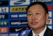 2010年7月2日,带队闯入2010世界杯16强的韩国队主教练许丁茂宣布辞职,并召开新闻发布会。
