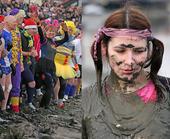 一月四日,在英国艾斯克斯郡卖登市举行了一场让人听起来都浑身颤抖的比赛--冰天雪地泥浆跑大赛,其中不乏...