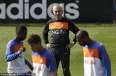 在淘汰五星巴西之后,荷兰将在北京时间7月7日晚和乌拉圭争夺决赛资格,虽然外界普遍看好橙衣军团...
