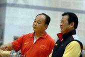 2010年10月5日,中国北京,中国男子举重队在国家体育总局训练局训练,备战广州亚运会。