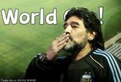 2010年5月29日,南非约翰内斯堡,阿根廷国家队在主教练马拉多纳的率领下飞抵坦博国际机场,开始他们...