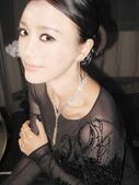 近日,某国际顶级珠宝品牌在北京太庙举行了一场盛大的时尚晚宴,12位明星齐齐亮相,可谓星光与珠宝璀璨辉...