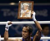8月23日,拳击男子蝇量级(51公斤级)决赛,泰国选手颂集・宗触霍战胜古巴选手埃尔南德斯,夺取金牌。