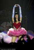 """2011年5月10日讯,奥克兰,""""水果妞""""凯蒂佩里当地时间5月7日在新西兰站举办California..."""