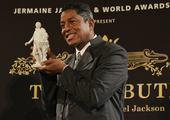 搜狐娱乐讯 维也纳当地时间9月8日,迈克尔-杰克逊的哥哥杰梅因召开发布会,为26日举行的维也纳美泉宫...