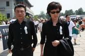 搜狐娱乐讯 央视著名播音员罗京的追悼会于今日在八宝山举行,李修平王宁张宏民的前来告别。