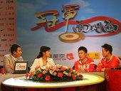 8月21日,体操奥运冠军杨威、李小鹏做客冠军面对面。(贾琛)