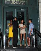 2010年7月6日,C罗携正牌女友在纽约公开出席晚宴,看起来伊莉娜并不介意C罗已成父亲的事实。