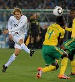 北京时间6月17日凌晨2点30分,世界杯A组南非对乌拉圭的比赛在南非的比勒陀利亚体育场举行。乌拉圭队...