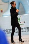 搜狐娱乐讯 昨日在金马奖摘得最佳女主角的李冰冰,今天下午4点返京,在北京T3航站楼,众多李冰冰影迷和...