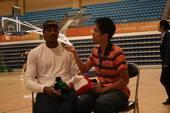 北京时间8月21日,美国男篮队员卡梅隆-安东尼在梦八训练之前接受搜狐体育独家视频专访。(搜狐体育 张正摄影)